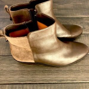 Leather and suede COACH boots. Size 8 women's.